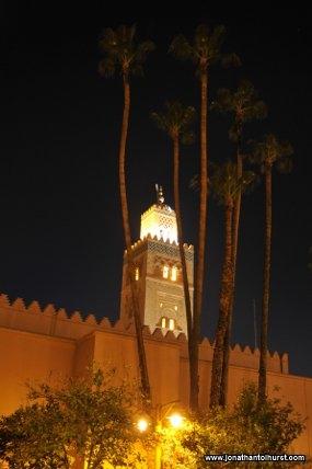 koutoubia-minaret-behind-palmtrees