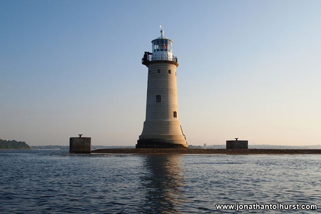 lighthouse-on-plymouth-sound-breakwater